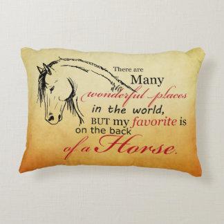 Navidad del día de fiesta del caballo que trota cojín decorativo