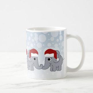 Navidad del elefante taza clásica