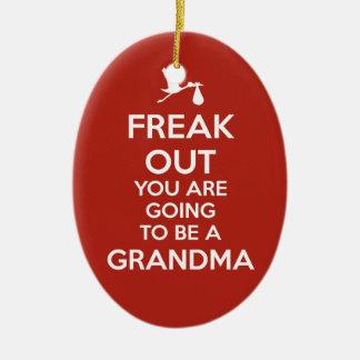 Navidad del ornamento de la abuela de la adorno navideño ovalado de cerámica