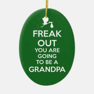 Navidad del ornamento del abuelo de la invitación adorno navideño ovalado de cerámica