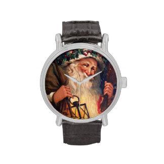 Navidad del padre con la linterna relojes de mano