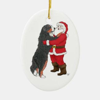 Navidad del perro de montaña de Bernese que saluda Adorno Ovalado De Cerámica