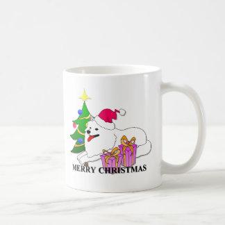 Navidad del perro del samoyedo taza básica blanca