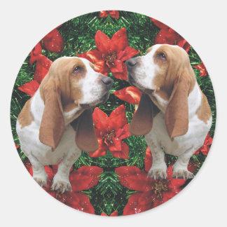 Navidad del Poinsettia de Basset Hound Pegatina Redonda