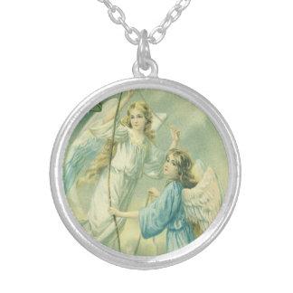 Navidad del vintage, ángeles del Victorian con una Collar Plateado