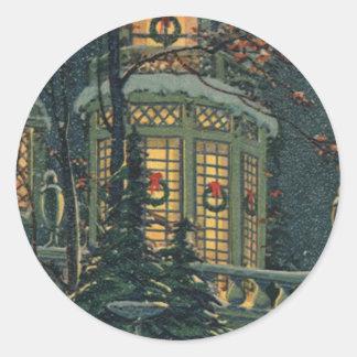 Navidad del vintage, casa con las guirnaldas en pegatina redonda