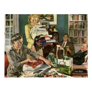 Navidad del vintage, familia que envuelve tarjetas postales