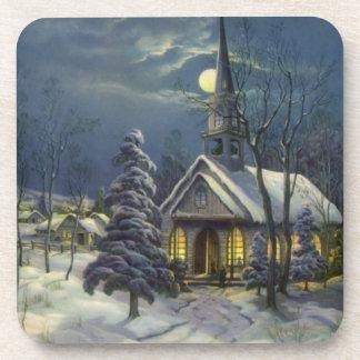 Navidad del vintage, iglesia del invierno en claro posavasos de bebidas