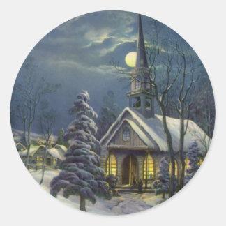 Navidad del vintage, iglesia en invierno de la etiquetas redondas