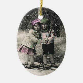 Navidad del vintage, mejores amigos en los esquís ornamentos para reyes magos