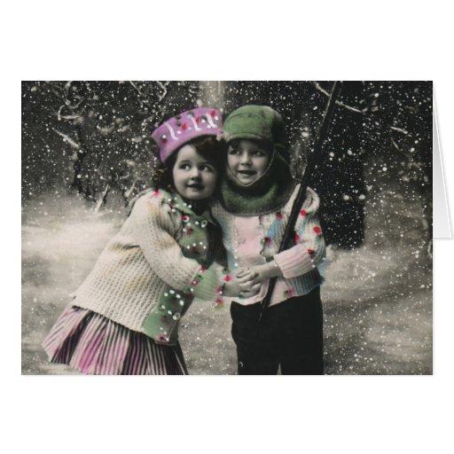 Navidad del vintage, mejores amigos en los esquís tarjeta de felicitación