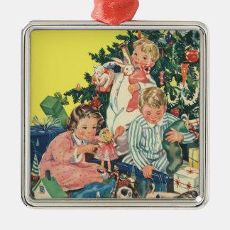 Navidad del vintage, niños que abren presentes ornamentos de reyes magos