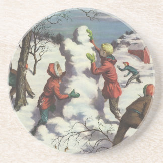 Navidad del vintage, niños que juegan en la nieve posavasos personalizados
