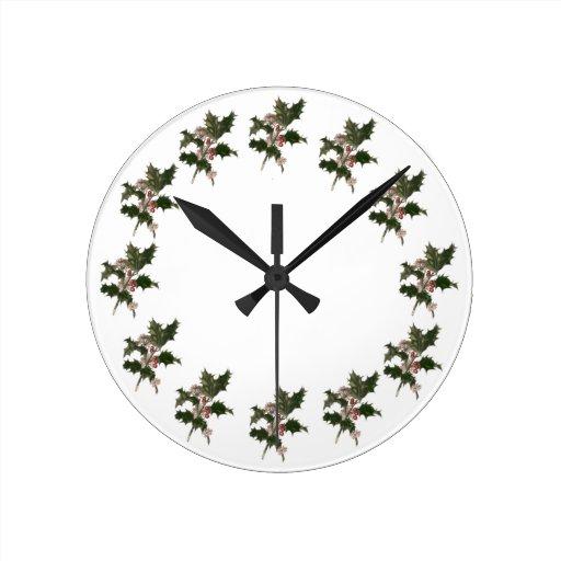 Navidad del vintage, planta verde del acebo con reloj redondo mediano