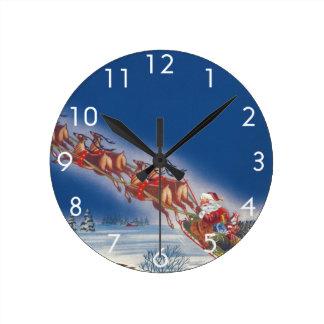 Navidad del vintage, reno del trineo w del vuelo reloj redondo mediano
