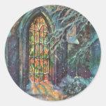 Navidad del vintage, vitral en iglesia etiquetas redondas