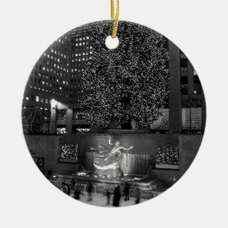 Navidad en el centro de Rockefeller y los Adorno Redondo De Cerámica