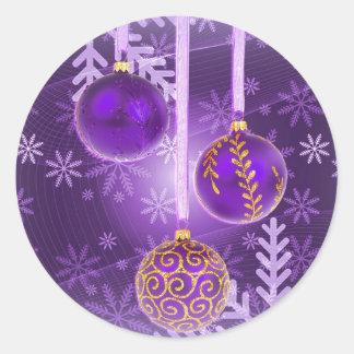 Navidad en postal de la púrpura real pegatina redonda