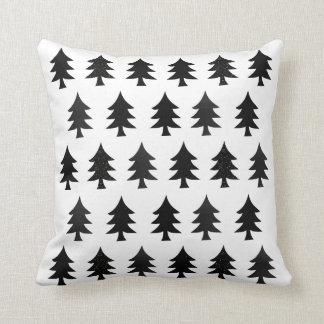 Navidad escandinavo del estilo de los árboles cojín