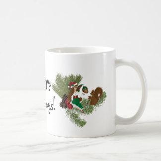 Navidad Faery y regalo de la ardilla que da la Taza Básica Blanca