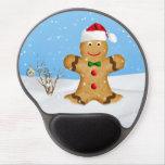 Navidad, hombre de pan de jengibre feliz en nieve alfombrilla de ratón con gel