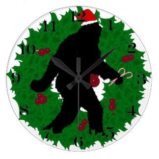 Navidad ido Squatchin con una guirnalda Reloj Redondo Grande