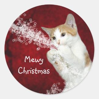 Navidad juguetón del gatito pegatina redonda