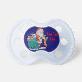 Navidad lindo del padre con los juguetes y los chupetes de bebé
