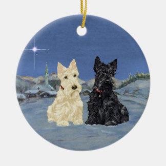 Navidad negro de trigo de los escoceses adorno navideño redondo de cerámica