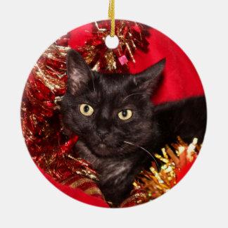 Navidad negro del gato del gatito adorno navideño redondo de cerámica