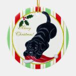 Navidad negro del perrito de Labrador y del gorra  Ornamento Para Arbol De Navidad