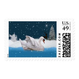 Navidad, noche Nevado con un cisne en un lago Timbres Postales