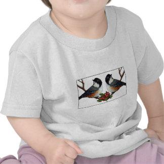 Navidad: Pájaros: Pares mullidos del Chickadee Camiseta
