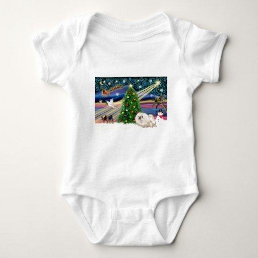 Navidad Pekingese mágico (blanco) Tshirts