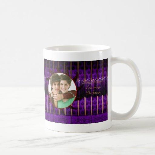Navidad púrpura y de bronce del gótico taza básica blanca