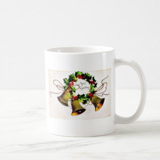 Navidad que saluda con las campanas taza de café