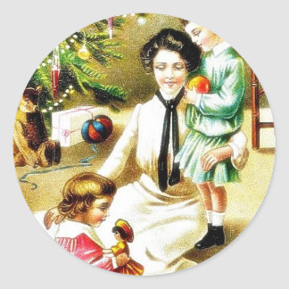 Navidad que saluda con una madre que juega con los etiqueta redonda