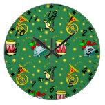 Navidad, trompas y tambores magentas relojes de pared