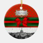Navidad verde roja de Quatrefoil BG del horizonte Adorno Navideño Redondo De Cerámica