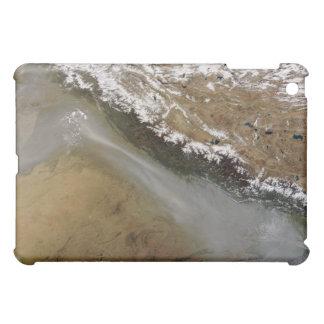 Neblina a lo largo de las montañas de Himalaya