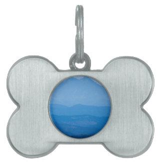 Neblina azul Layers.jpg de los picos gemelos de Placa De Mascota