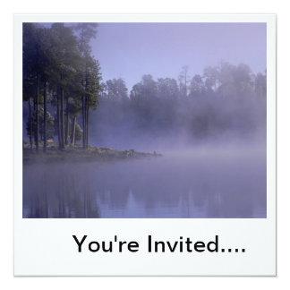 "¡Neblina-Invitación púrpura! Invitación 5.25"" X 5.25"""