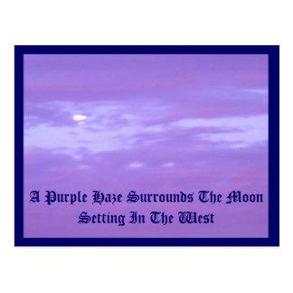 Neblina púrpura alrededor de la luna del ajuste postal