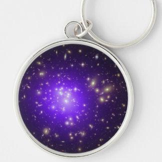 Neblina púrpura de estrellas en la noche llavero
