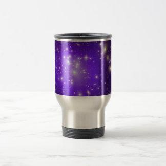 Neblina púrpura de estrellas taza de viaje