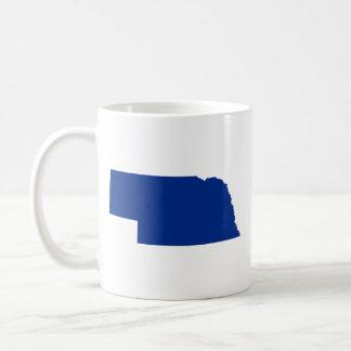 Nebraska en azul taza básica blanca