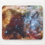Nebulosa brillante 30 Doradus del arco iris Alfombrillas De Ratón