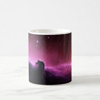 Nebulosa colorida del horsehead taza