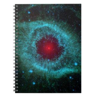 Nebulosa de la hélice, estrellas hermosas en la libro de apuntes con espiral