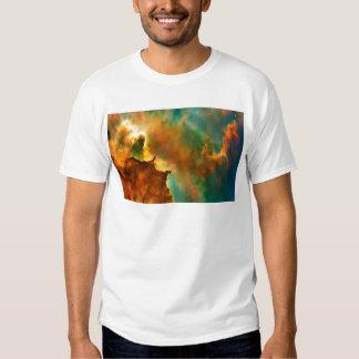 Nebulosa de la nube del espacio remeras